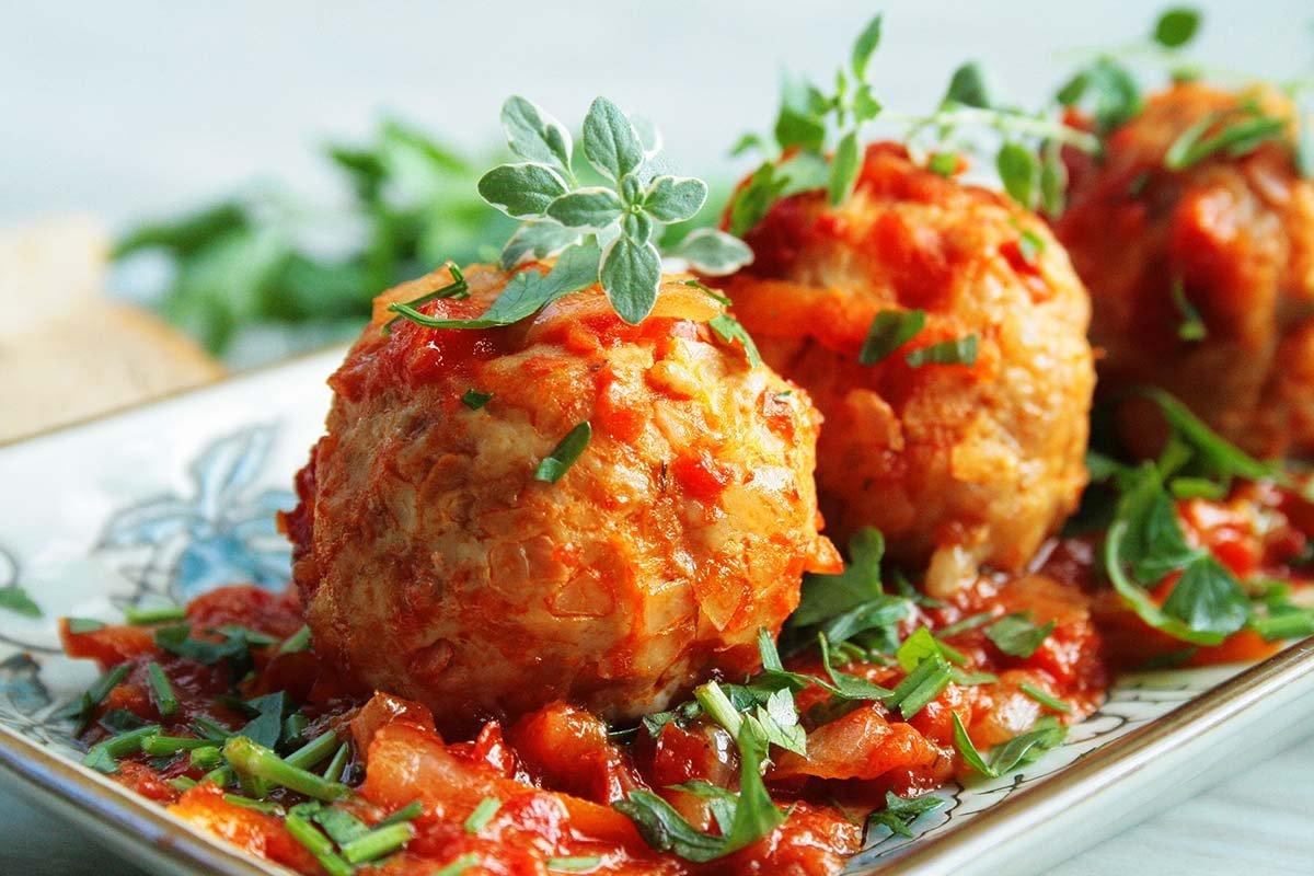 Куриные митболы с сыром в томатном соусе