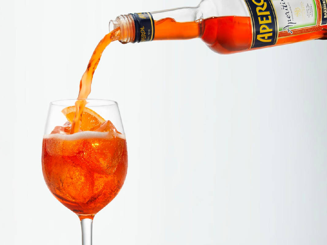 """Слабоалкогольный напиток """"апероль"""" - это свежесть в бокале"""