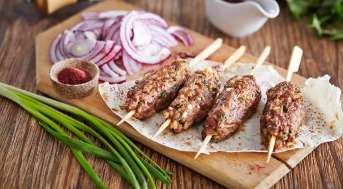 Люля кебаб: рецепт в духовке, как приготовить в домашних условиях на противне в фольге, на шпажках, из говядины, свинины, баранины, фарша, из индейки с картошкой, секреты
