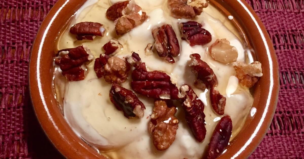 В чем разница между обычным йогуртом и греческим?