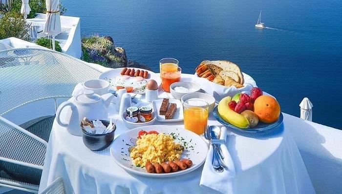 Что значит континентальный завтрак в отеле? что именно в него входит?