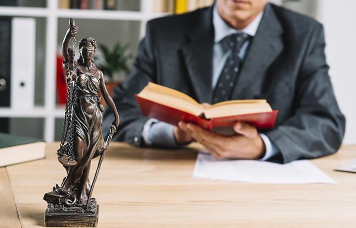 Кто такой юрист и чем он занимается?