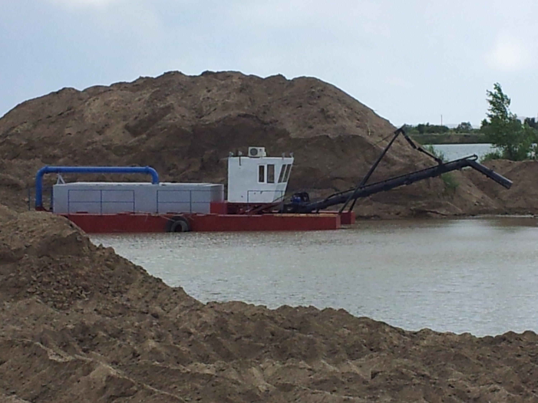 Земснаряд для добычи песка: принцип работы и виды