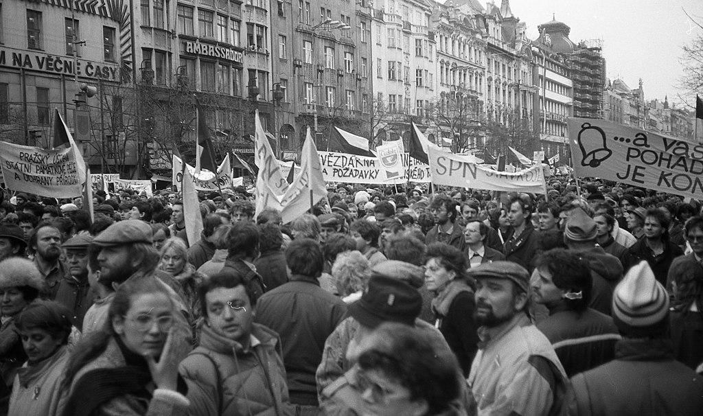 Бархатная революция — википедия. что такое бархатная революция