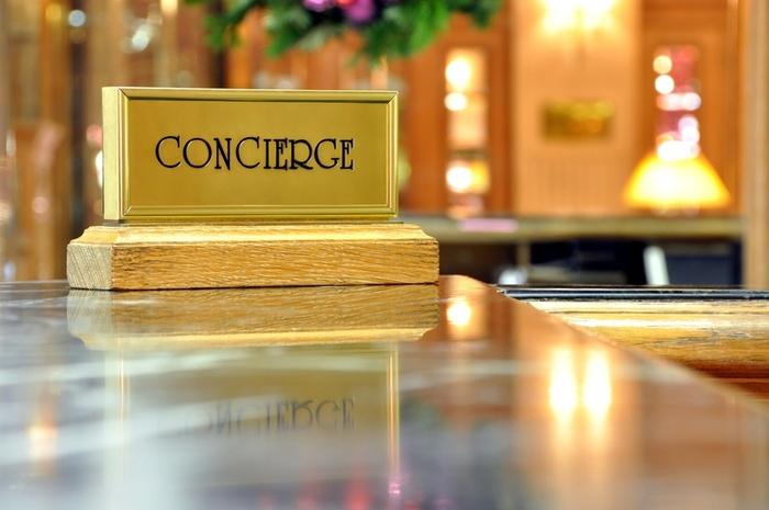 Консьерж в многоквартирном доме: зачем нужен и основные обязанности