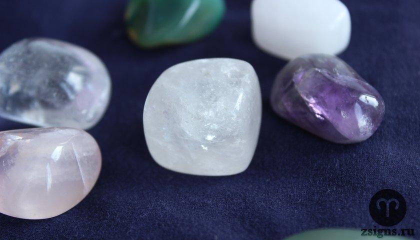 Камень кварцит: свойства, разновидности и цвета, применение в бане, разница с кварцем, описание (текстура, структура, состав), происхождение горной породы
