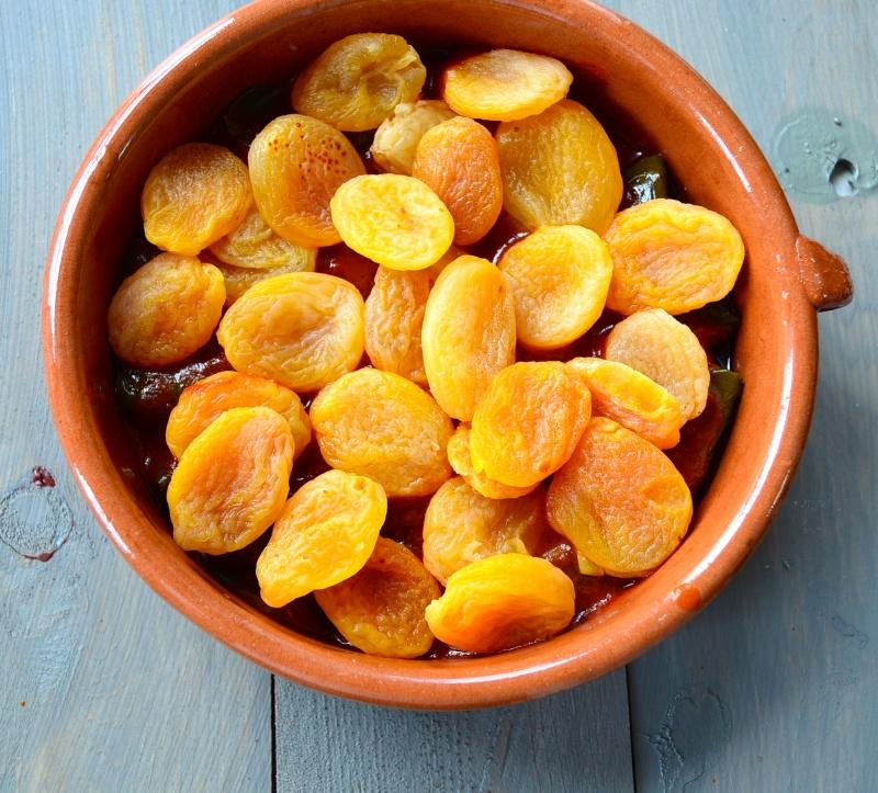Сушеный абрикос с косточкой и без: как называется, в чём отличие