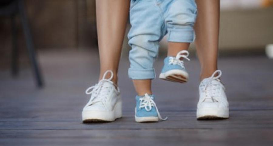 Как перерезать путы ребенку, чтобы он начал ходить: делаем обряд правильно на ножках