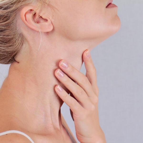 Признаки тиреоидита щитовидной железы: проявления, скрытые симптомы