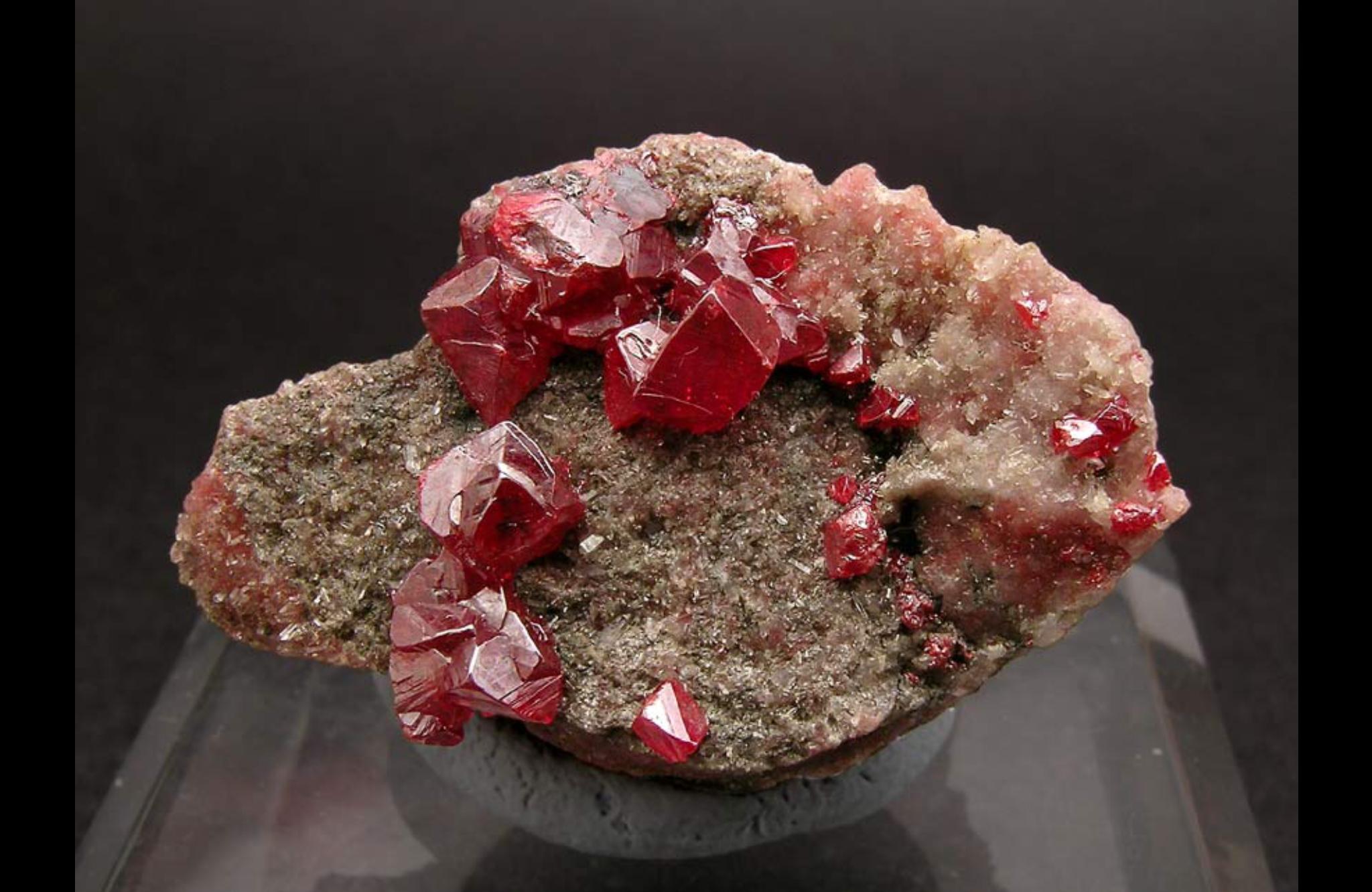 Киноварь: происхождение древнего минерала, его свойства и особенности