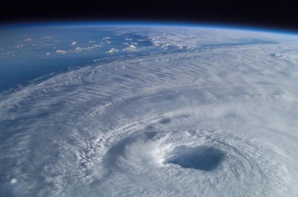 На какой высоте находится озоновый слой