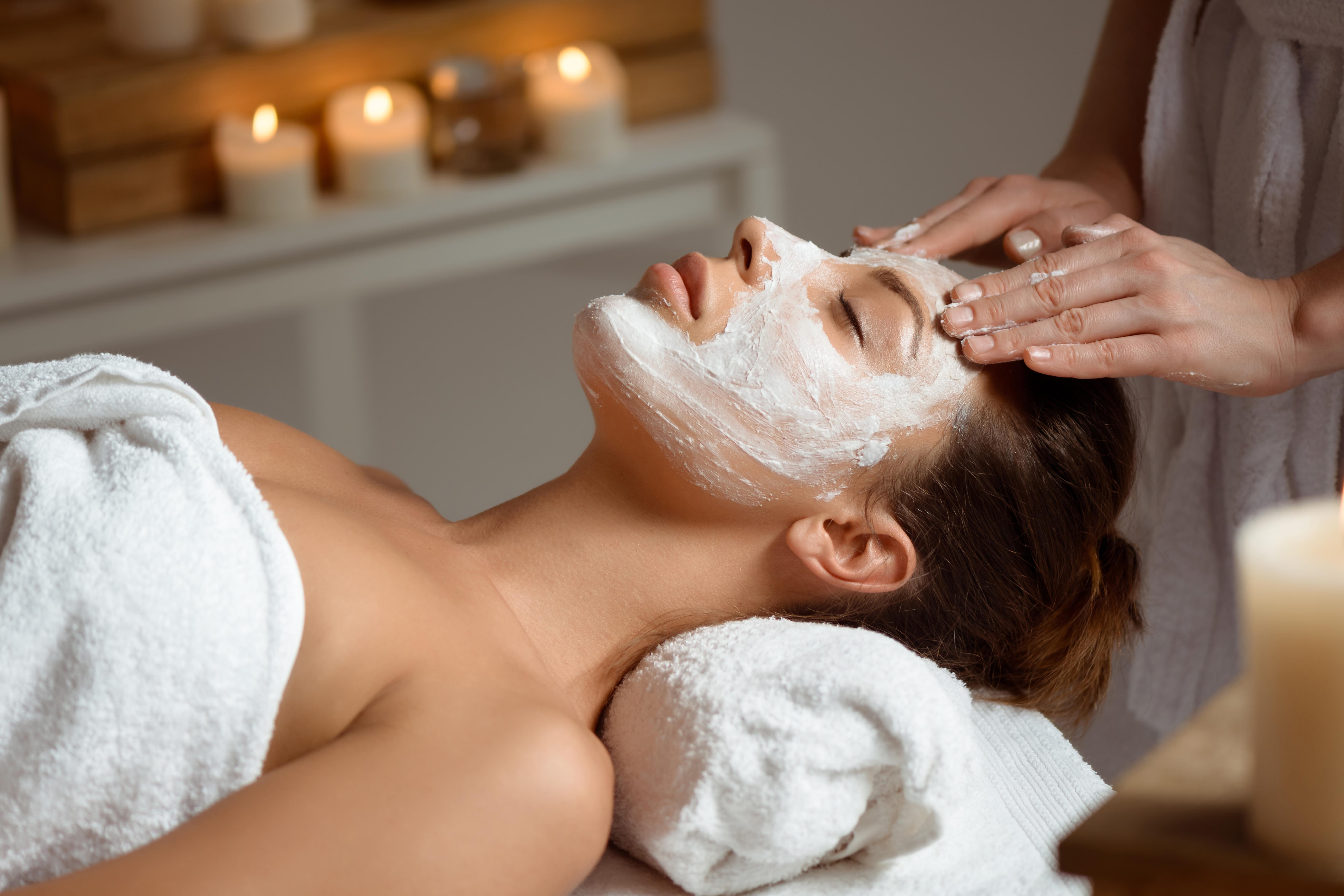 Гоммаж для лица — что это такое, плюсы этой методики очищения кожи и мнения опробовавших