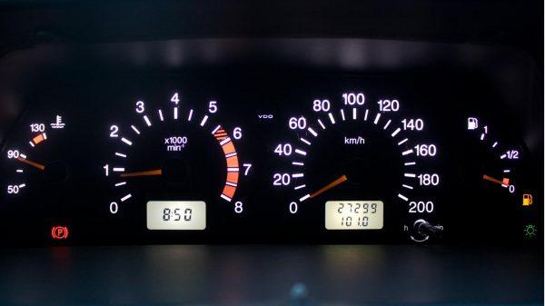 Одометр автомобиля: что это такое и как он работает