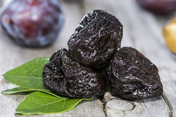 Чернослив — свойства, польза и вред для организма