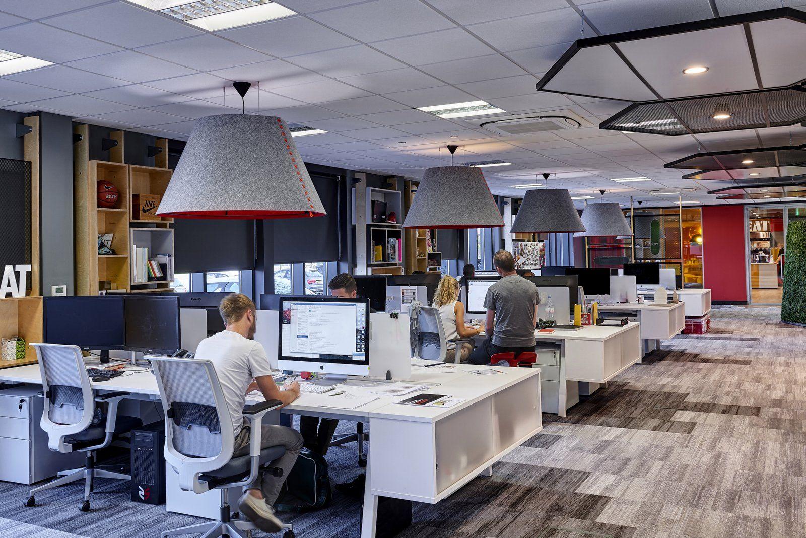 Что такое офис в стиле open space и как подобрать для него мебель