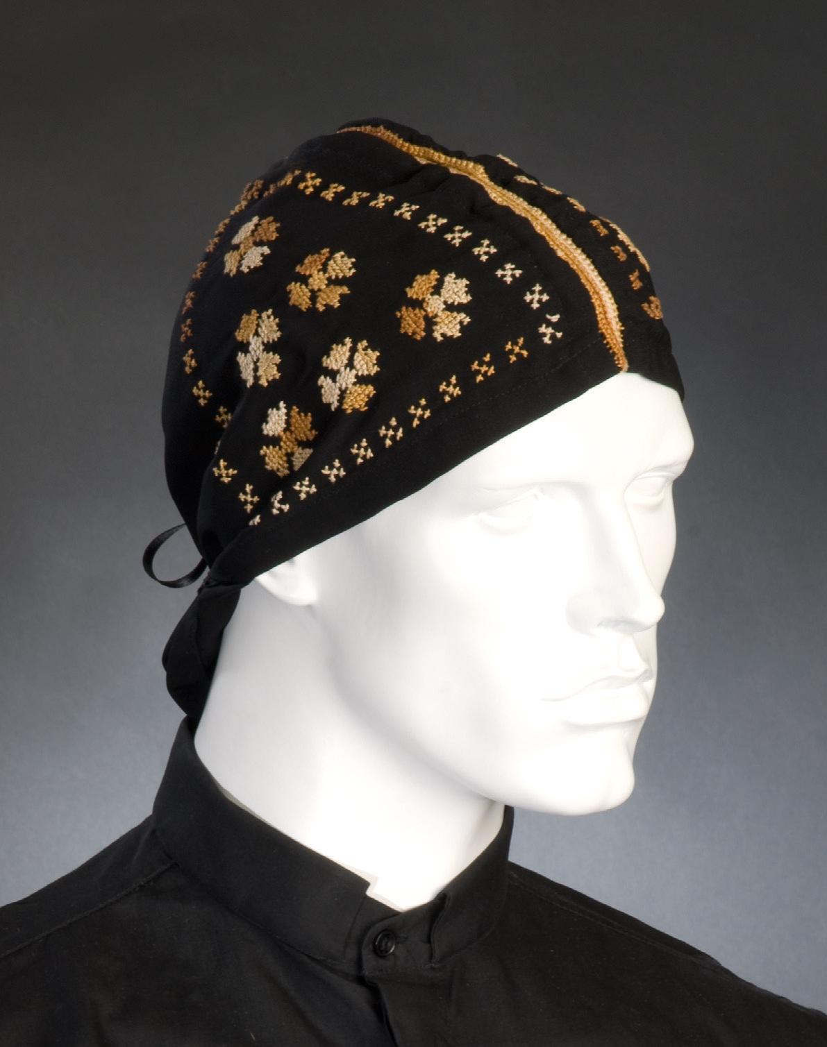 Что такое шапка бини? характерные черты шапки, модели, материалы, узоры, модные цвета. фото образов с бини в разных стилях.