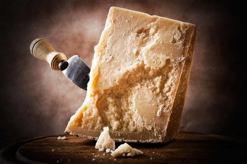 Пармезан (14 фото): что это такое и рецепт твердого сыра, состав и жирность продукта, с чем его едят и какие блюда из него делают, польза и вред