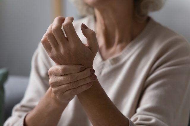 Непрямой массаж сердца (закрытый): показания, техника выполнения, алгоритм и правила проведения процедуры