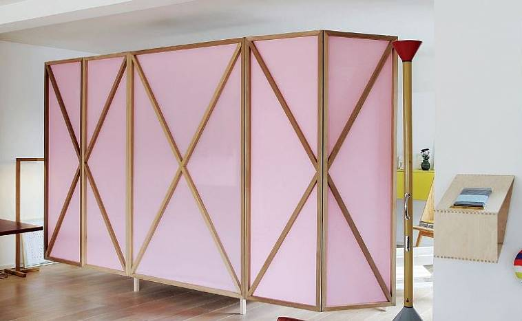 Ширмы-перегородки для зонирования пространства в комнате: разновидности и особенности конструкции, изготовление и установка своими руками