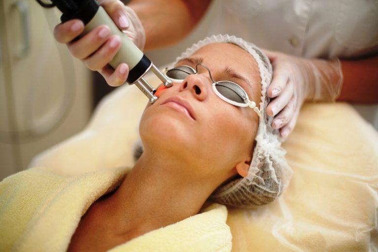 Омоложение лица лазерным лучом — обзор процедуры и отзывы