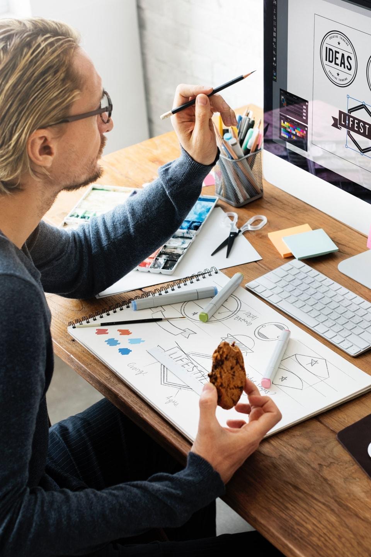 От вывески до логотипа: как освоить графический дизайн и найти работу