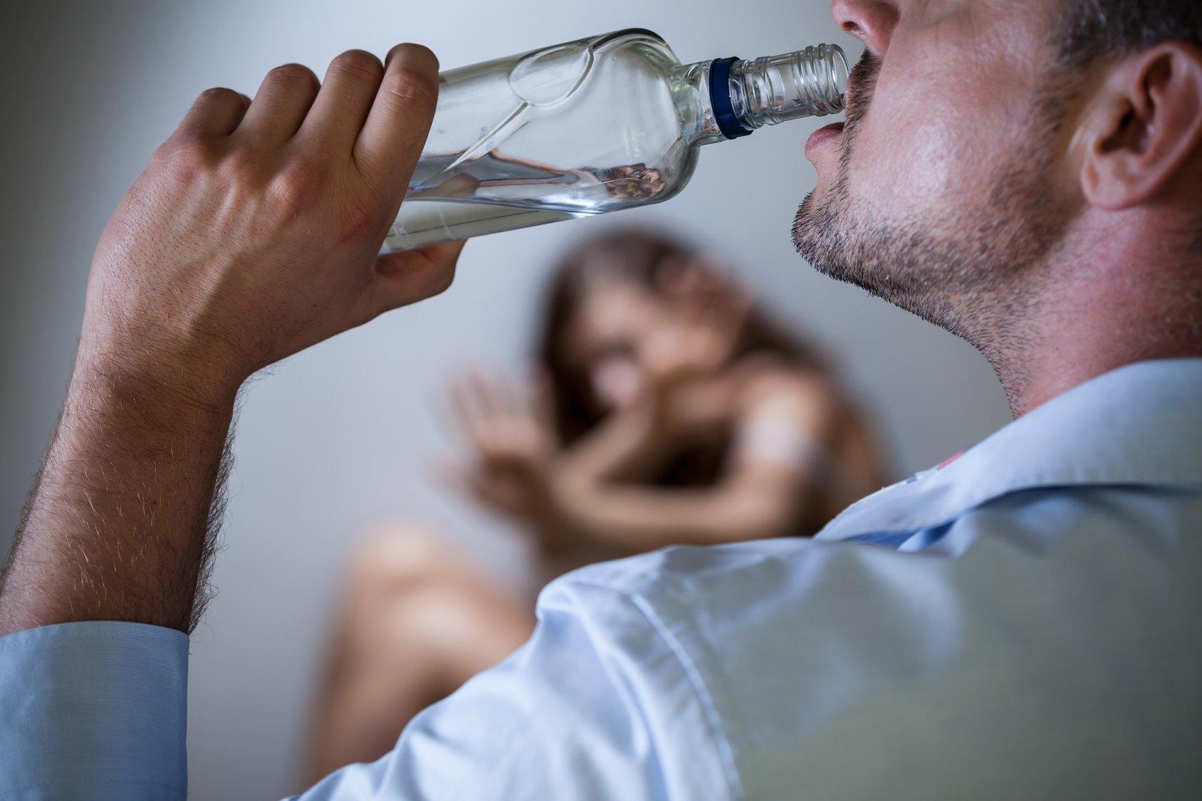 Запойный алкоголик – кто он и что с ним делать?