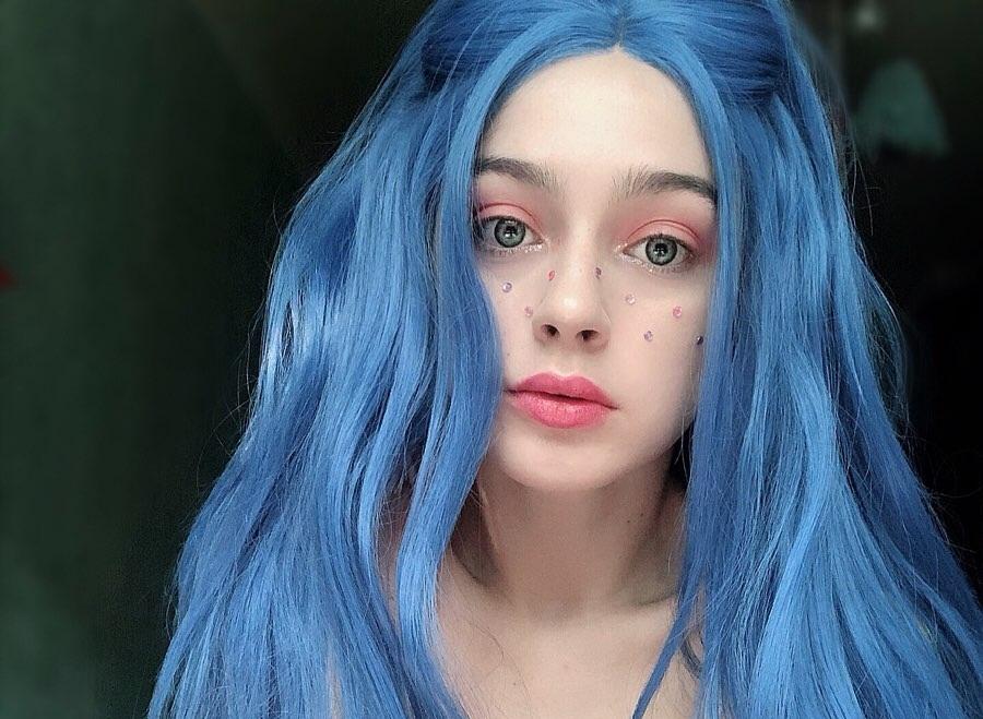 Мэйби бэйби — биография певицы из группы френдзона, ее песни и фото