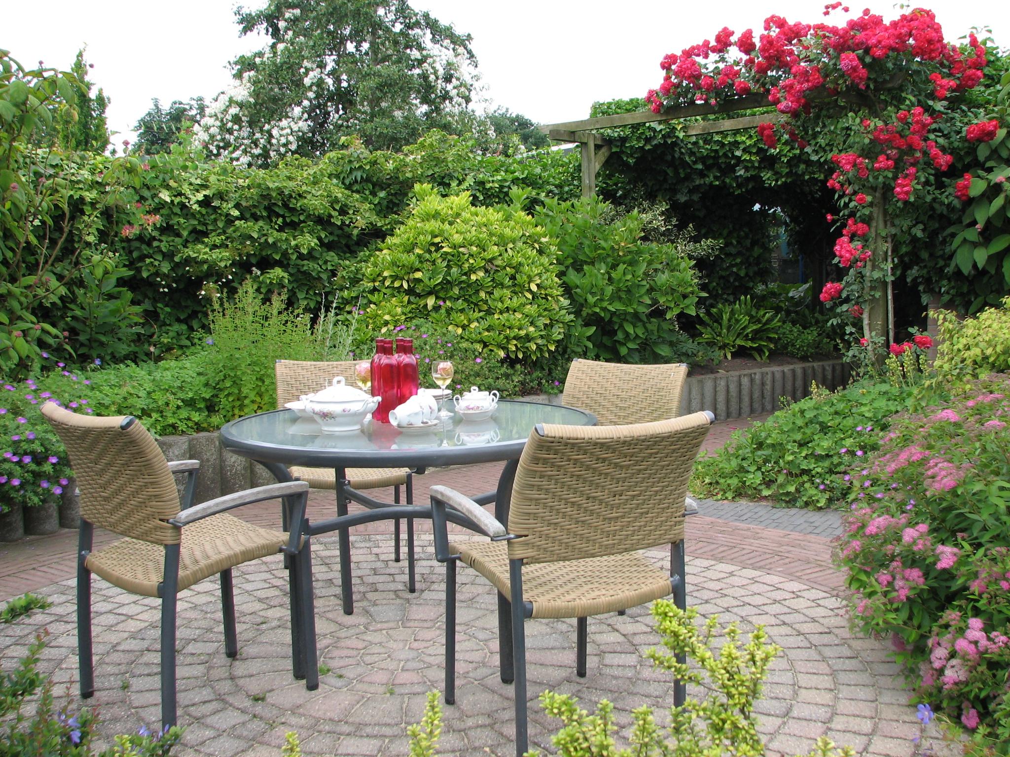 Достойное украшение сада: малые архитектурные формы, их виды и применение