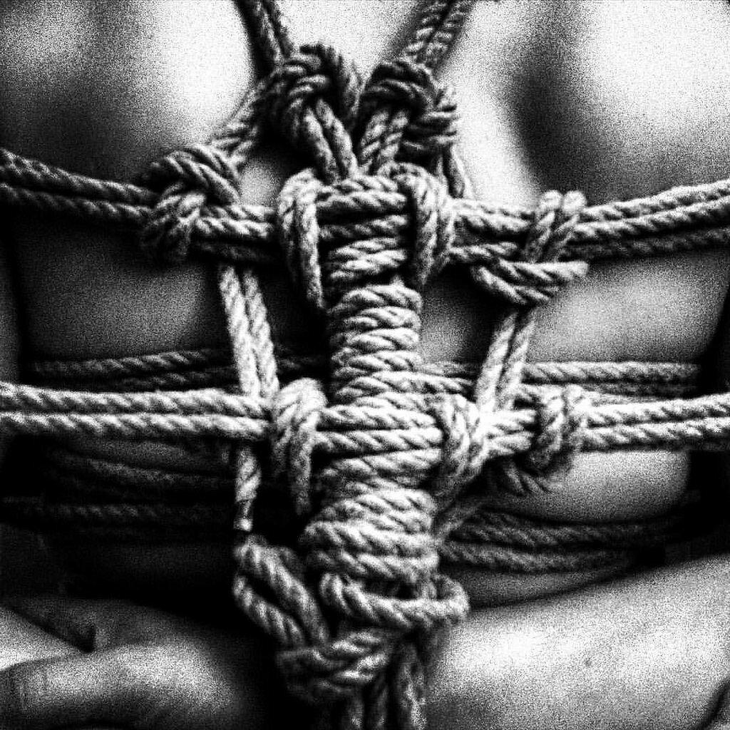 Как связать руки веревкой за спиной. что такое шибари, и понравится ли это вашему сексуальному партнеру