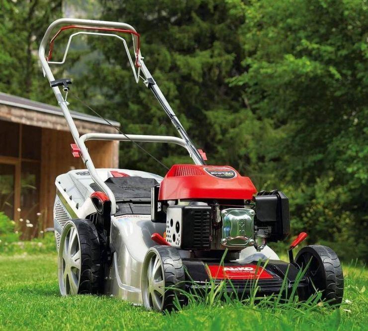 Мульчирование газона осенью. мульчирование газона: способы и виды
