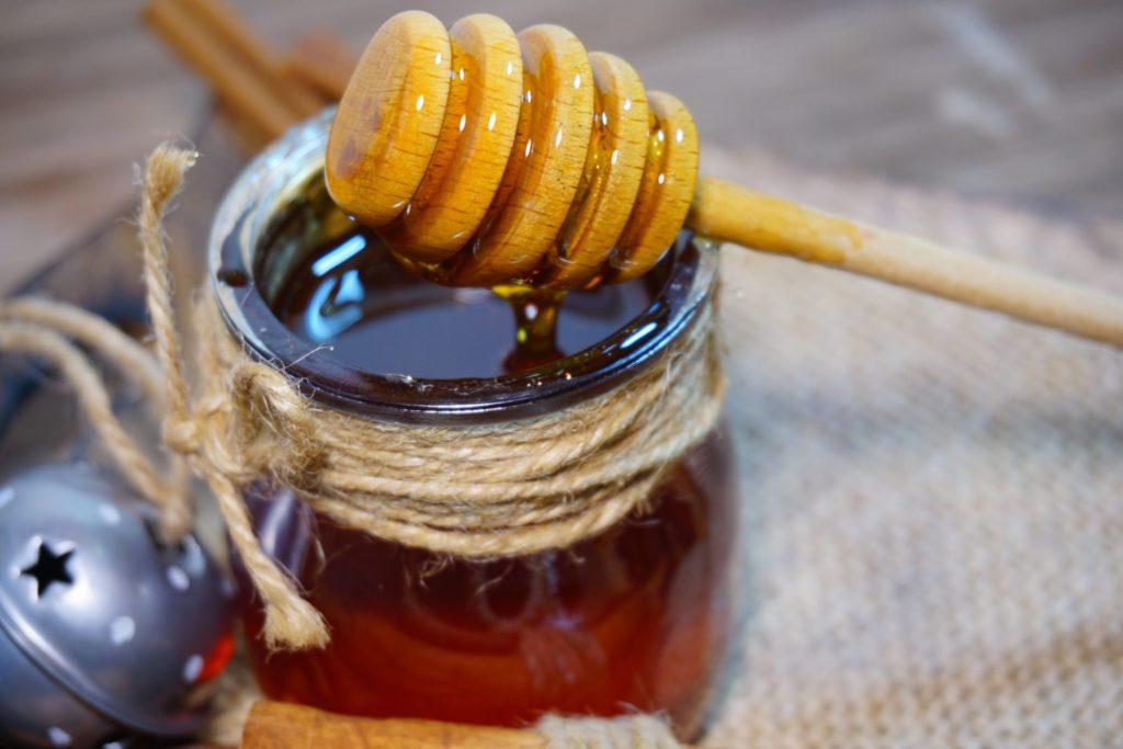 Падевый мед: польза и вред и как его отличить
