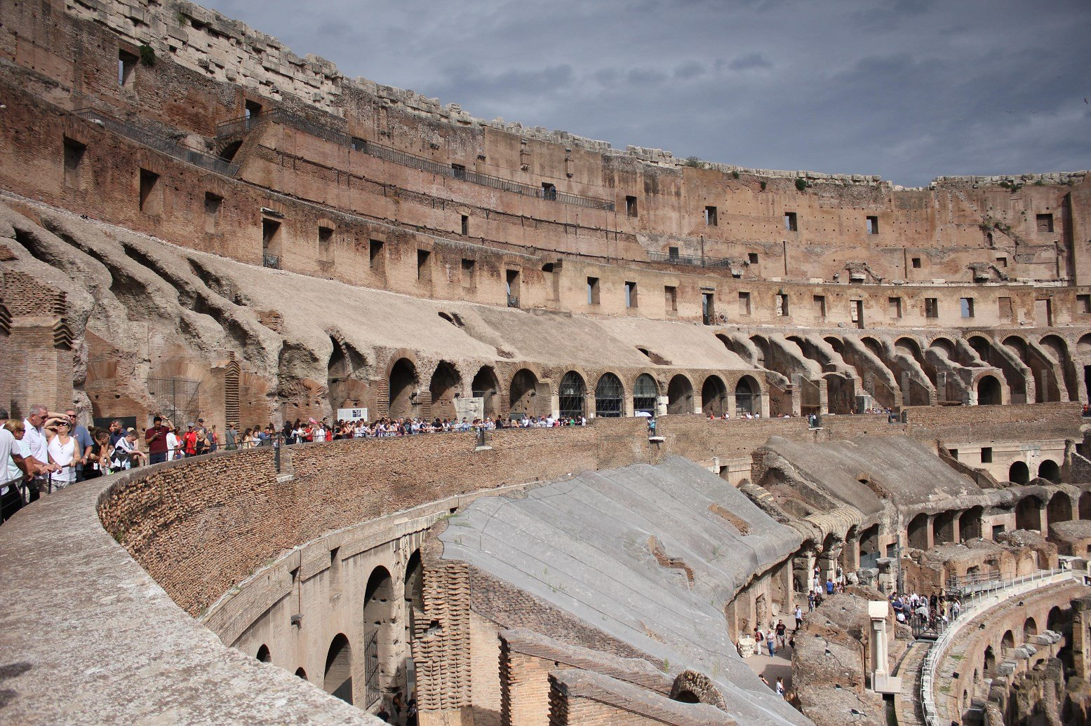Колизей в риме или амфитеатр флавиев