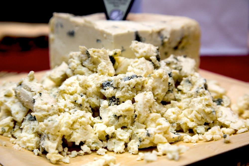 Что такое сыр горгонзола с голубой плесенью и как его едят?