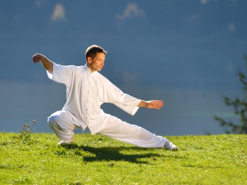 Цигун для начинающих: китайская гимнастика, что это такое, 8 упражнений на каждый день, дыхательные занятия в картинках