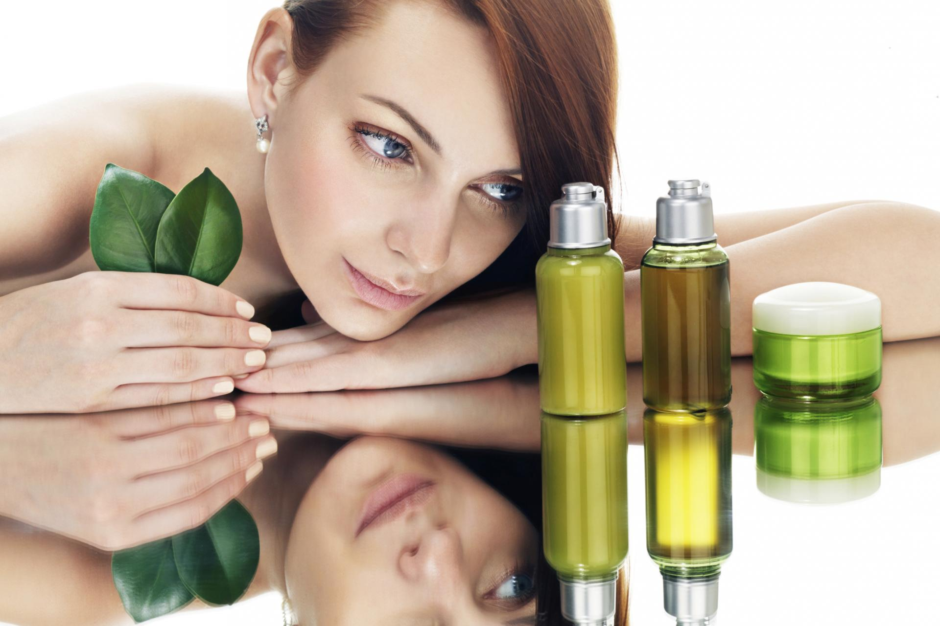 Масло жожоба: свойства и применение для волос и кожи