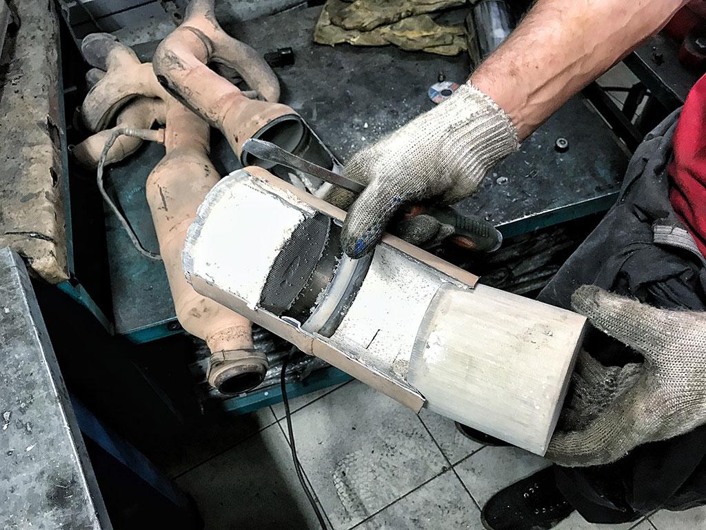 Что такое катализатор в автомобиле, и какие функции он выполняет