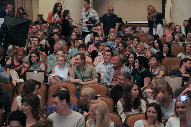 Мужчина-эксгибиционист - заболевание или способ выделиться из толпы? - psychbook.ru