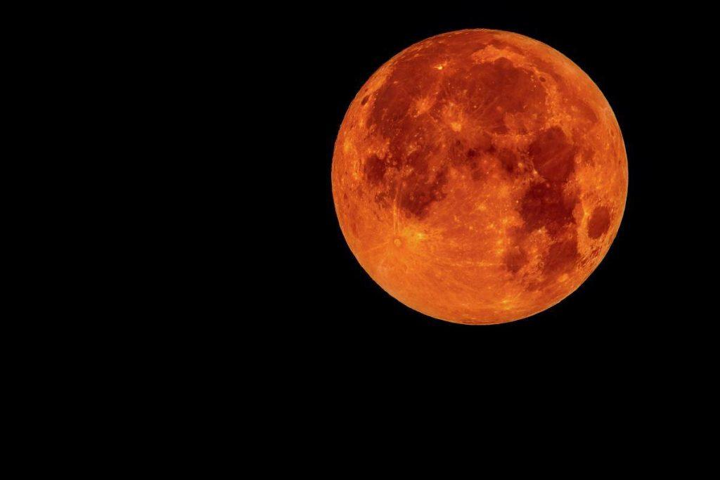 Почему луна красная — что нужно знать о кровавом спутнике