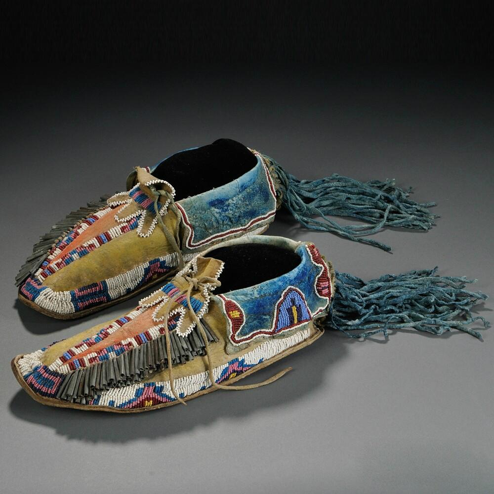 C чем носить мокасины мужчинам? какому стилю они подходят? с носками или без? с чем их носить? примеры.