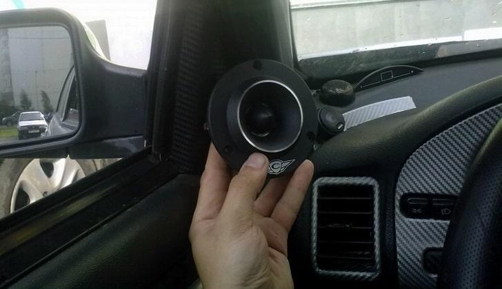 Рупора в машину: как подключить к магнитоле через кроссовер, что это такое шелковые твитеры в акустике, для чего нужны, установка в авто через конденсатор, подиумы в машину своими руками, какая лучше чувствительность сабвуфера, автомобильный
