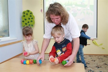 Как понять, отдавать ли ребёнка в детский сад - лайфхакер