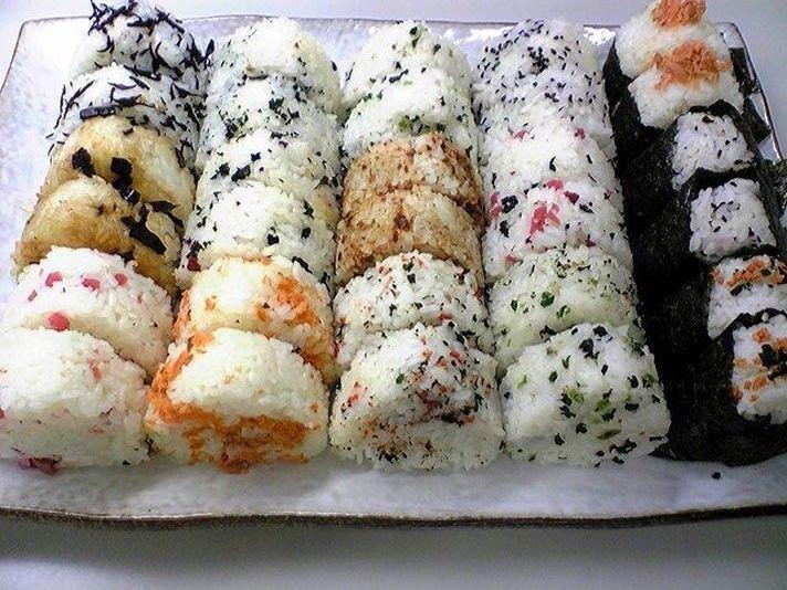 Онигири — рецепт приготовления «рисовых колобков»