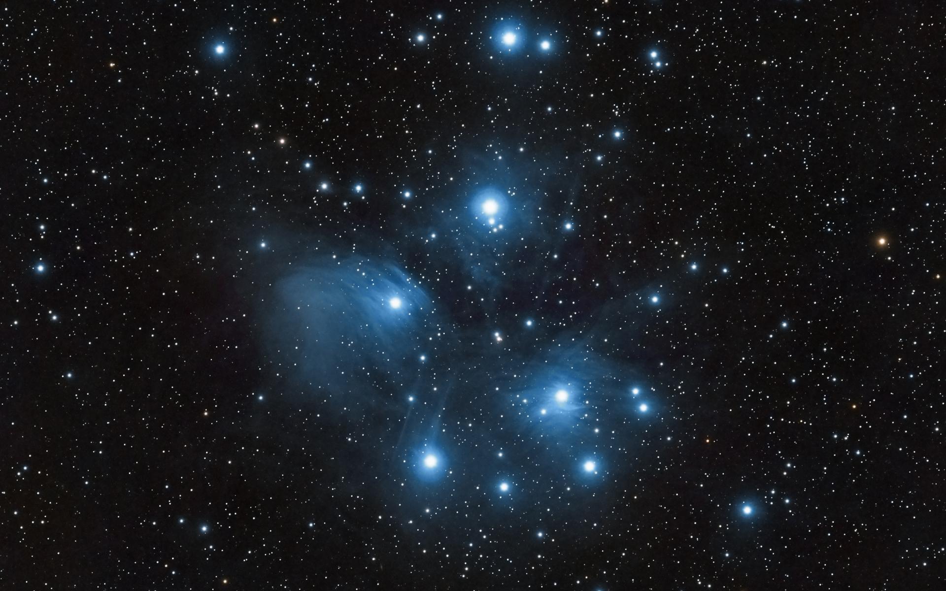 Плеяды - самое яркое звёздное скопление