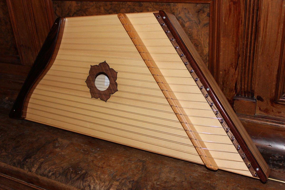 Гусли - струнный, русский народный музыкальный инструмент - фото, слушать