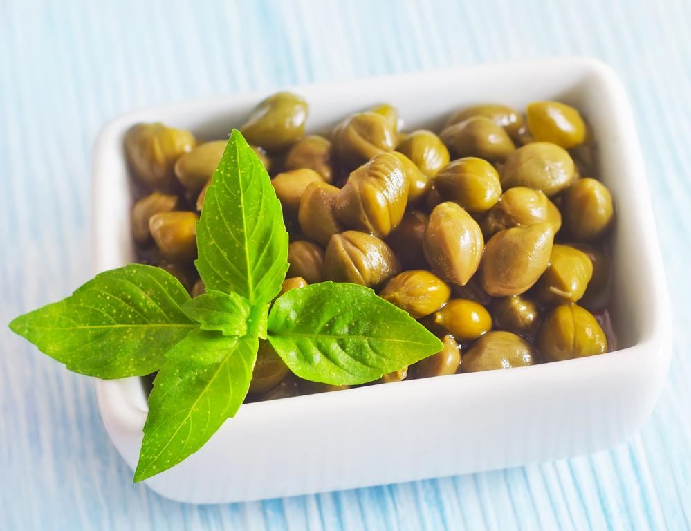Каперсы. полезные свойства и лечение каперсами. каперсы в кулинарии: салат. как выбрать каперсы