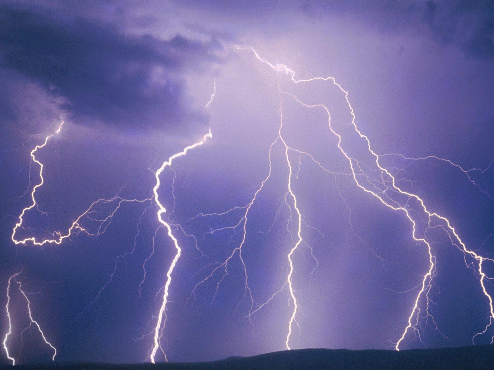 Откуда берется гром и молния