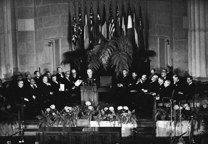 Холодная война: речь черчилля, карибский кризис и встреча на мальте -  международная панорама - тасс