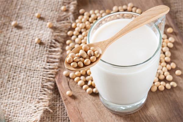 Польза и вред топленого молока для детей и взрослых и как правильно его сделать дома