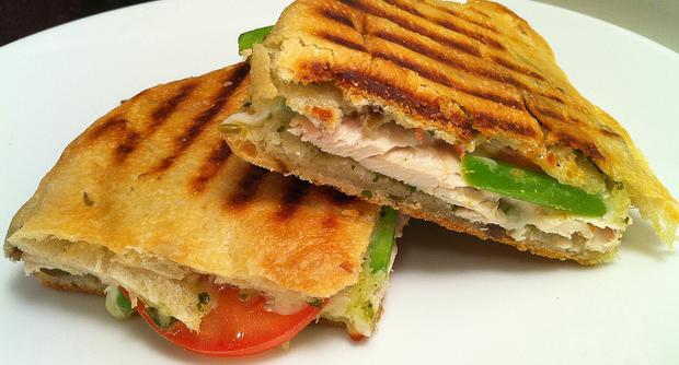 Панини - рецепт булочек и начинок с лососем, ветчиной и курицей