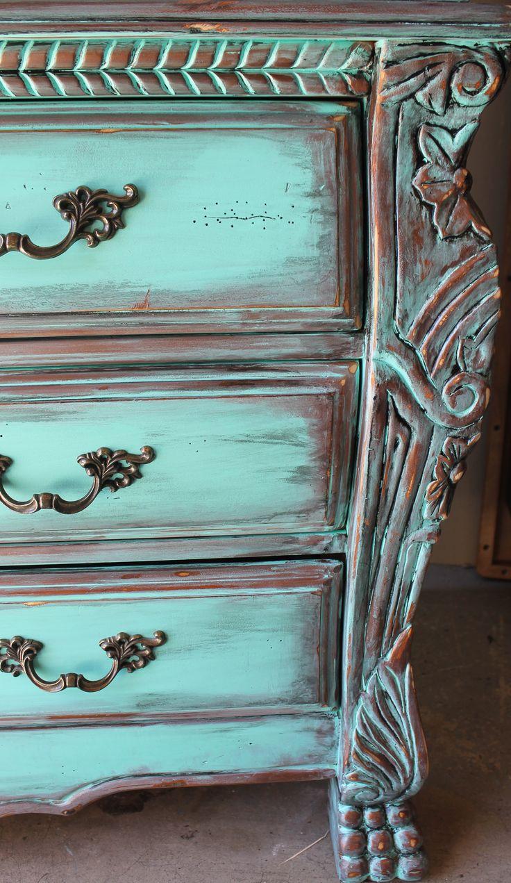 Патина в декоре мебели, на металле — что это такое?